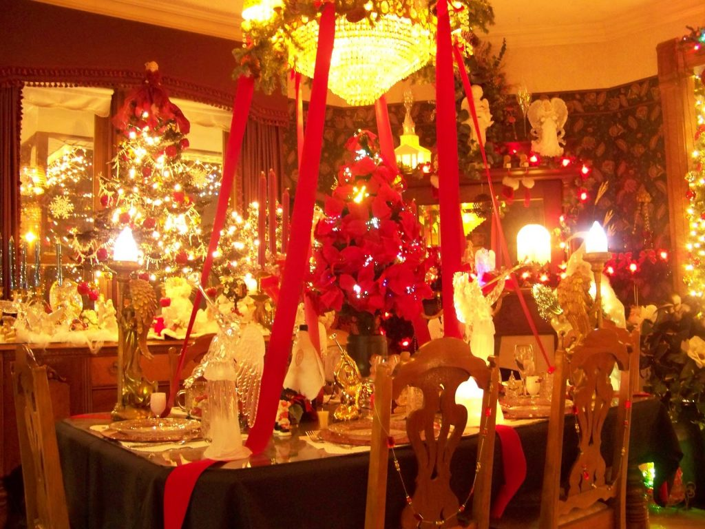 Can I Decorate My Home For Christmas When Its Sale