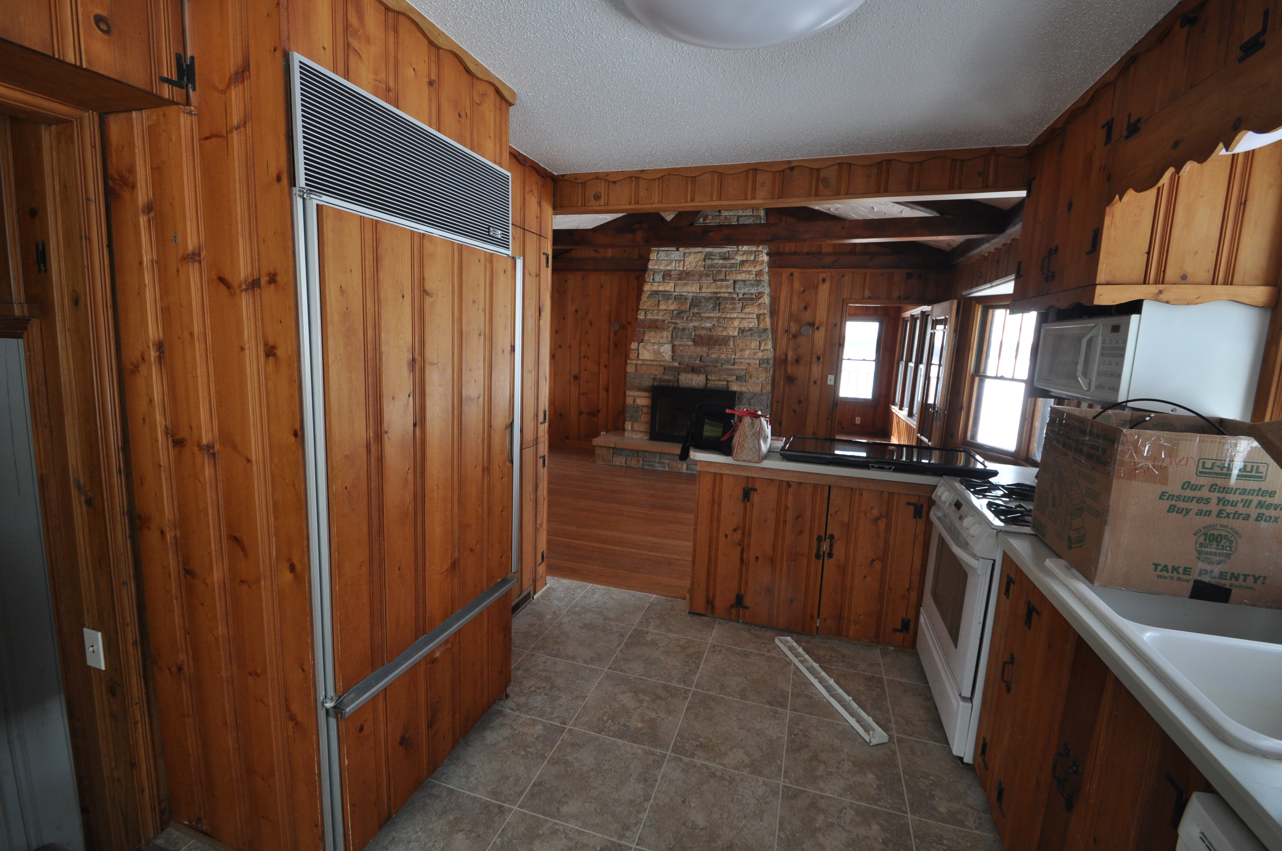 Can i paint my wood paneling homesmsp for Can you paint wood kitchen cabinets