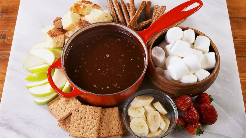 delish-chocolate-fondue-still001-1545405557